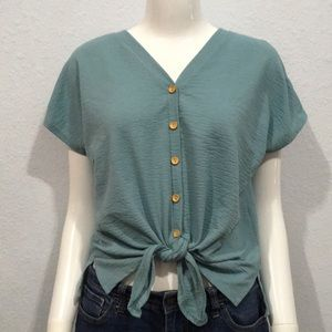 W5 Blue Cropped Knotted Button Down Blouse Large